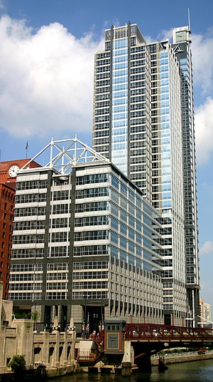 Boeing International Headquarters - Image: 2004 09 14 1680x 3000 chicago boeing building