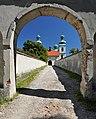 617576 Kraków Konarowa 1 kościół brama.jpg