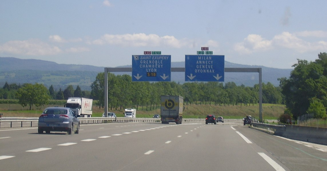 Exchanger between A40 (Milan, Genève) and A42 (Lyon). Image cropped; taken from right rear seat of the car.