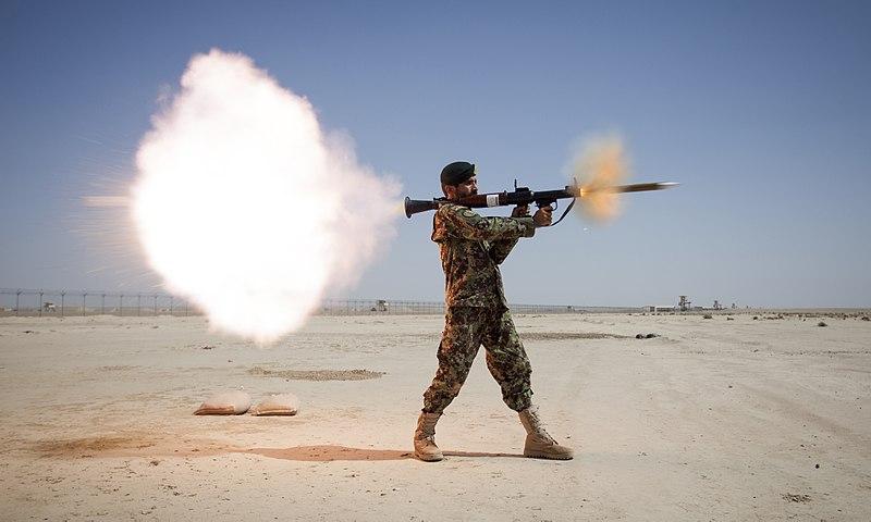 חייל יורה RPG-7 - הפודקאסט עושים היסטוריה עם רן לוי