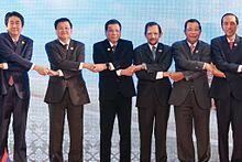 Rodrigo Duterte (centro) assieme ad altri leader asiatici durante il 28º e 29º summit dell'ASEAN.