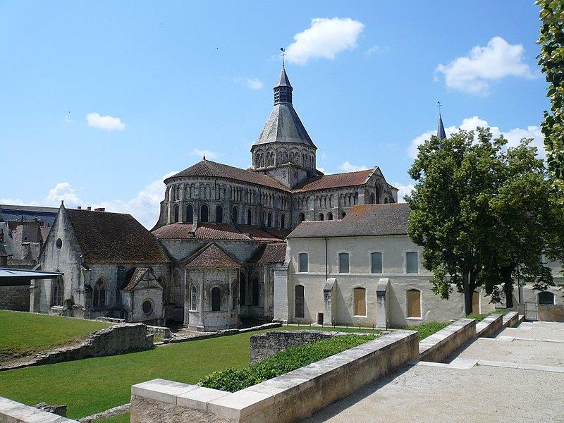 Abside prieure La Charite sur Loire.jpg