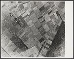 Achtergelaten parachutes en zweefvliegtuigen op de Knapheide en Klein-Amerika ten zuiden van Groesbeek.jpg