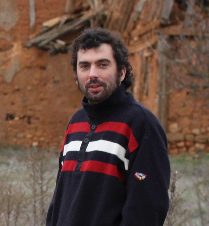 File:Adrián Estévez en Escobosa de Calatañazor.jpg