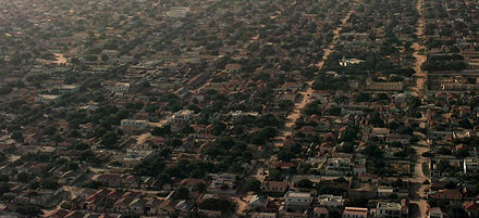 Aerial view of a residential area in Mogadishu (1992) Aerialmog2.jpg