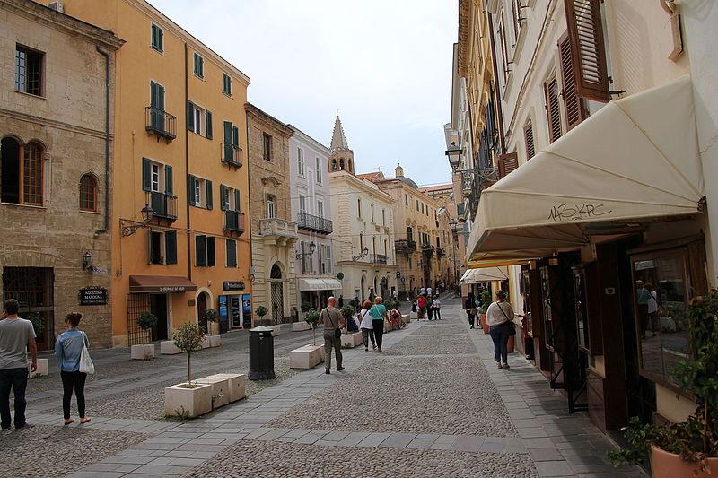 File:Alghero - Piazza Civica (01).JPG