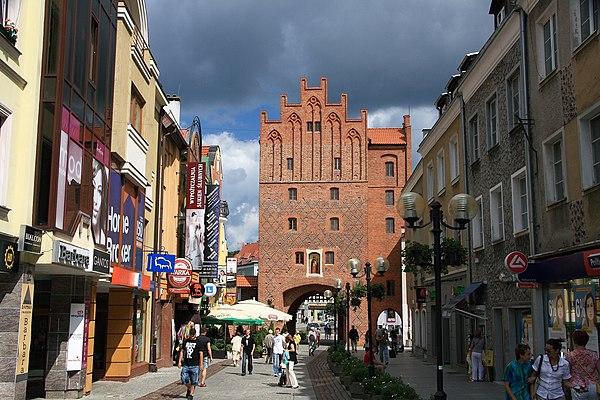 Olsztyn, Brama Górna zwana Wysoką Bramą. Fot. Wikimedia Commons, autor: Schorle, lic. CC-BY-SA-3.0.