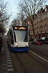 Amsterdam, přijíždějící tramvaj.jpg