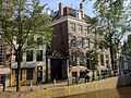Amsterdam - Huisje naast Oudemanhuispoort.JPG