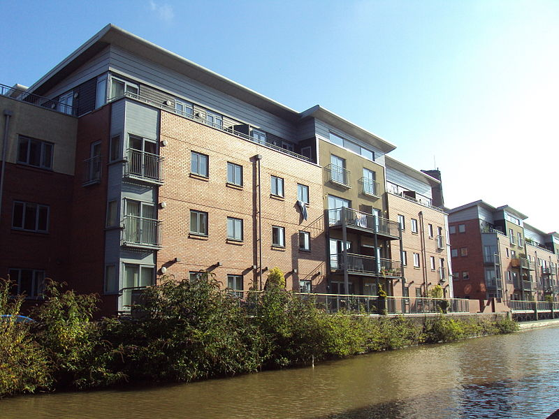 File:Apartments, Shropshire Union Canal, Chester - DSC08248.JPG