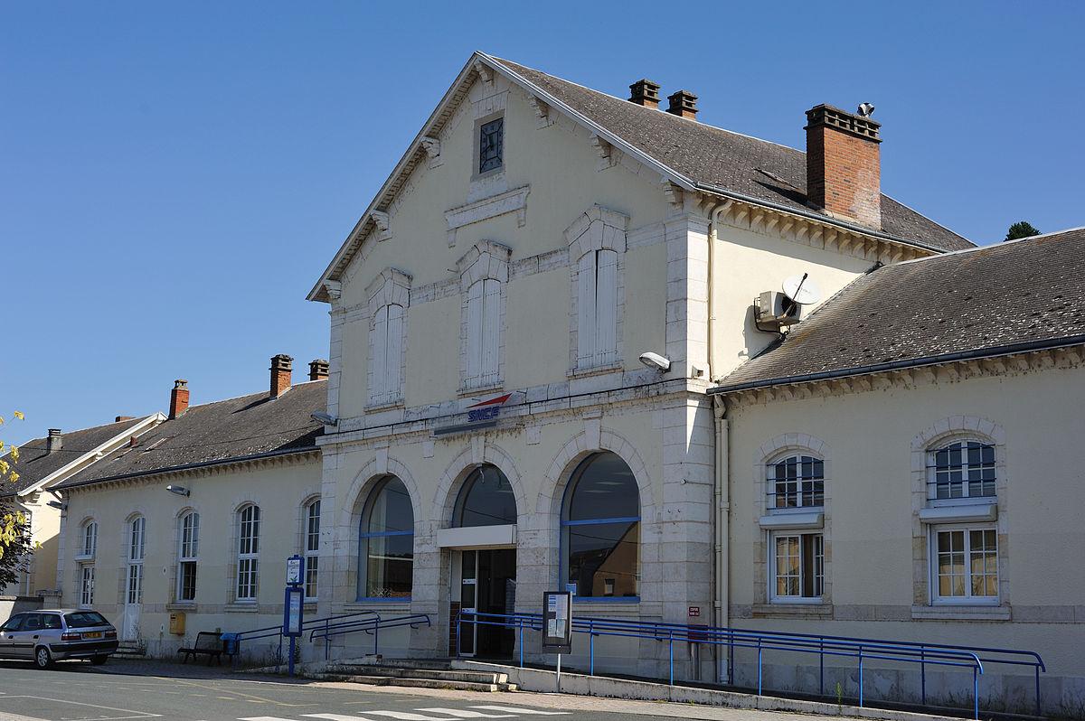 Gare d 39 argenton sur creuse wikipedia wolna encyklopedia for Piscine d argenton sur creuse