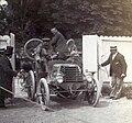 Arrivée de Constant Huret derrière la Panhard de René de Knyff, au Paris-Bordeaux 1899.jpg