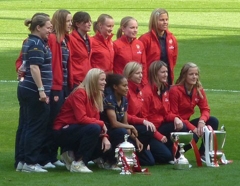 Little (top second from right) with Arsenal, 2009 Arsenal Ladies.jpg