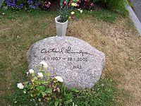 Astrid Lindgren Grabstein.jpg