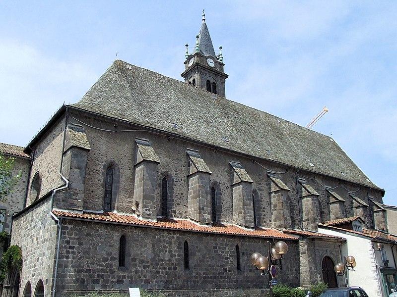 Villes et villages de charme du Cantal 800px-Aurillac_-_Eglise_Notre-Dame-aux-Neiges_-1
