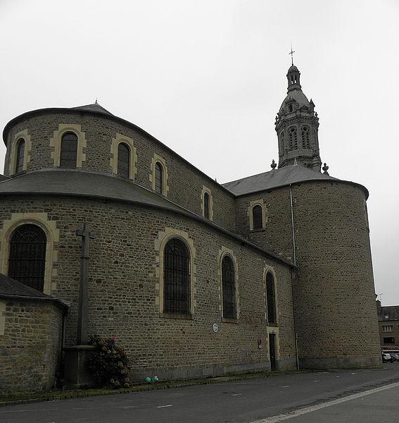 Chevet, transept nord et clocher de la basilique Saint-Gervais d'Avranches (50).