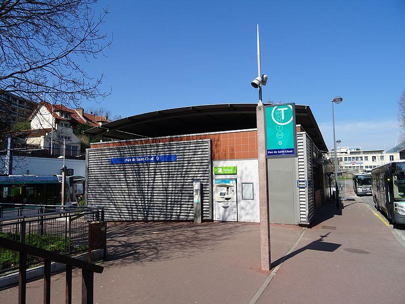 File:Bâtiment de la station Parc de Saint-Cloud.jpg