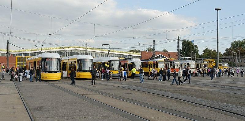 File:BVG-Straßenbahn-Fahrzeuge (2009).jpg