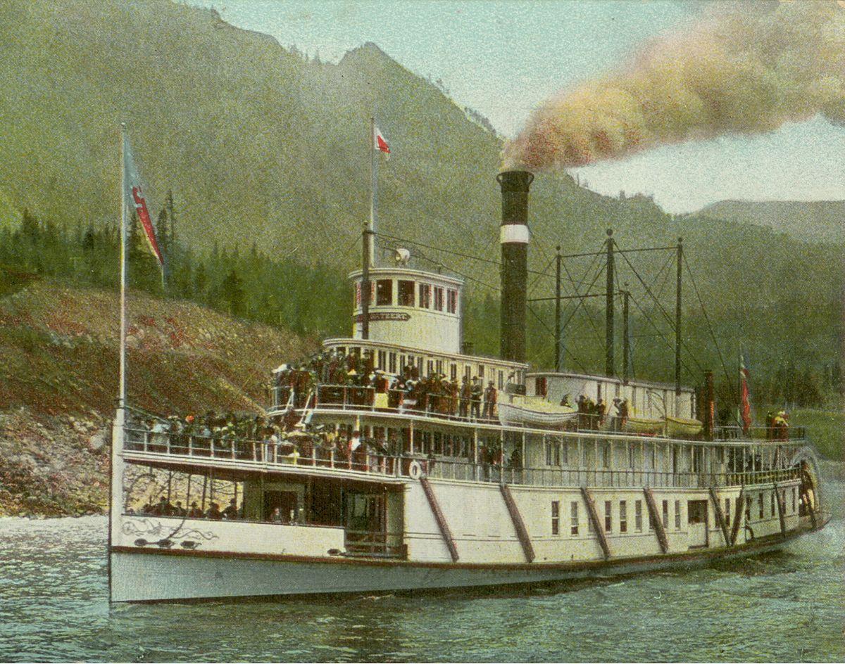 bateau a moteur historique