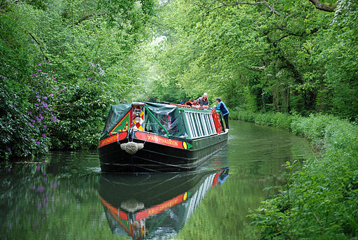 Barge on Basingstoke Canal