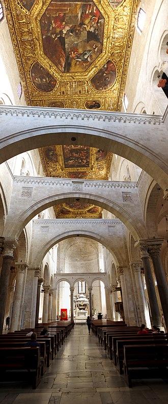 Basilica di San Nicola - The interior.
