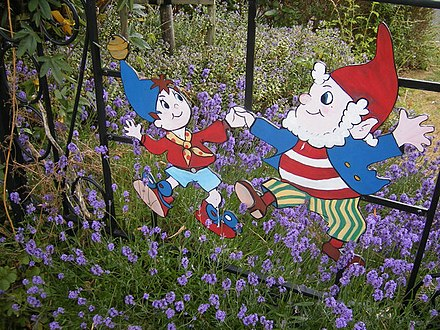Blyton's characters Noddy and Big Ears Beaconsfield Themed Fencing - geograph.org.uk - 1386378.jpg