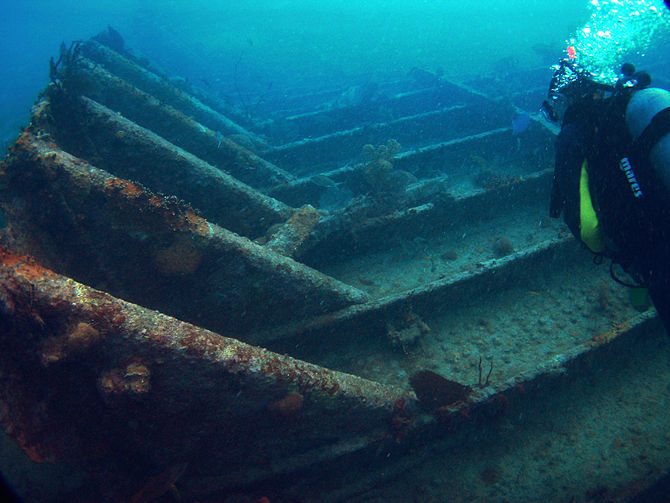 English: A scuba diver checks out the Benwood ...
