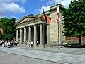Berlín, Mitte, památník obětem válek.jpg