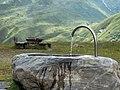 Bielerhöhe - Barbarakapelle - Brunnen 01.jpg