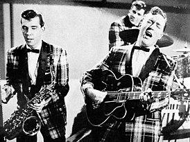 Bill Haley & His Comets, ок. 1955 г. Слева направо: Джои Д'Амброзио, Дик Ричардс в заднем ряду, Билл Хейли