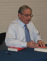 Bob Woodward signs his book State of Denial after a talk in March 2007.