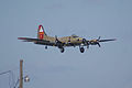 Boeing B-17G-85-DL Flying Fortress Nine-O-Nine Landing Approach 05 CFatKAM 09Feb2011 (14960931166).jpg