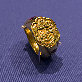 Jean III de Grailly, captal de Buch - Gold signet ring belonging to Jean III de Grailly in the British Museum, late 14th century.