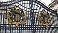 Buckingham Palace gate (2329026339).jpg