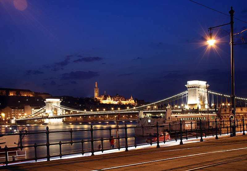 File:Budapest night view from Széchény bridge.jpg