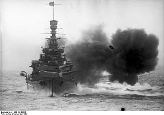 Renown-class battlecruiser - Repulse firing in 1929