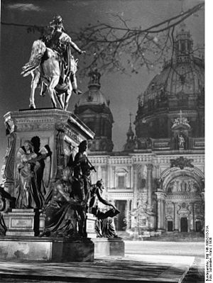 Albert Wolff (sculptor) - Friedrich Wilhelm III Monument (1938), from the German Federal Archives