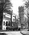 Bundesarchiv Bild 183-27478-0001, Neetzow, Dorfjugend-Ensemble vor Schloss.jpg