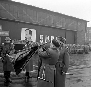 Felix Dzerzhinsky Guards Regiment - Erich Mielke (2. right) attaches the band name to the troops of the guards regiment flag