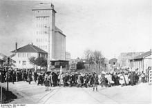 Eingang zum Internierungslager für Juden bei Pithiviers 1941