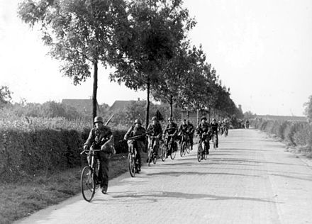SS troops advancing on bicycles Bundesarchiv Bild 183-S73823, Arnheim, Radfahrschwadron im Anmarsch.jpg
