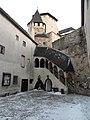Burghof Lockenhaus.JPG