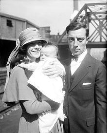 Buster Keaton con la prima moglie Natalie Talmadge e il loro primogenito Joseph jr poi battezzato con il nome di