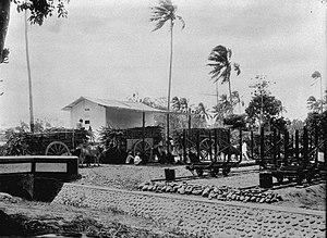 Gerobak yang dipakai untuk angkutan tebu ke pabrik gula Tangaran (1927