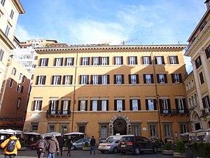 Valentino (fashion designer) - Palazzo Gabrielli-Mignanelli, Valentino's Roman residence