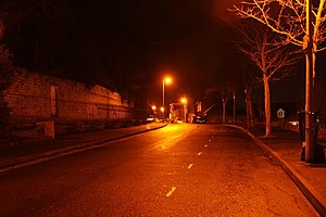 English: Carline Road at night Quiet residenti...
