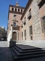 Casa de las siete chimeneas en la plaza del Rey.JPG