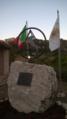 Casalduni - Monumento in memoria delle vittime del massacro di Pontelandolfo e Casalduni (1861).png