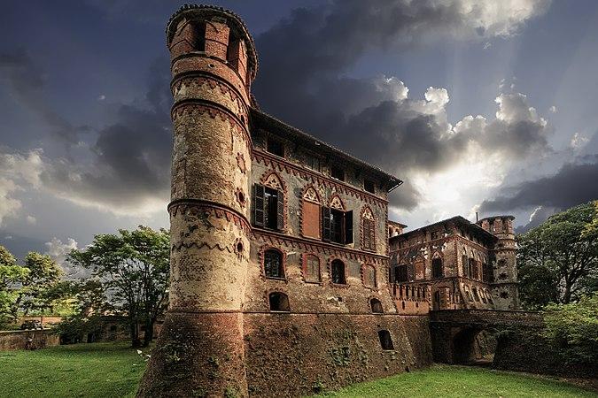 Castello Piovera esterno.jpg