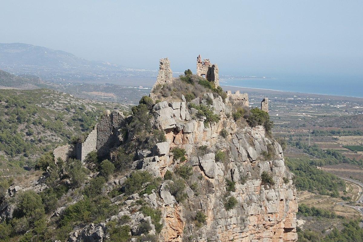 castell de miravet  cabanes